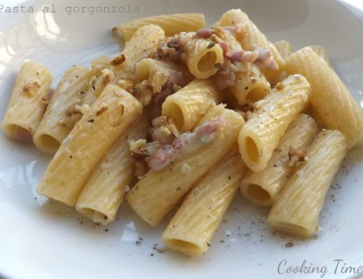 Pasta gorgonzola noci e pancetta