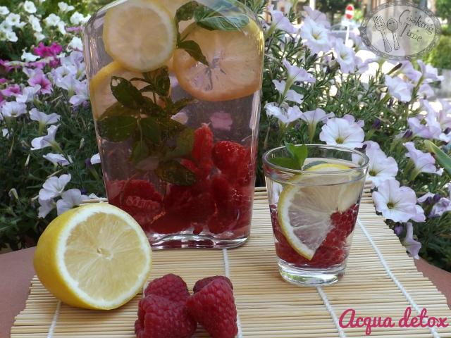 Acqua detox lamponi, menta e limone