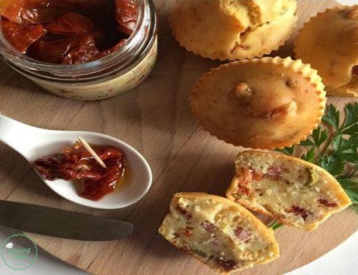Muffin salati con pomodori secchi sott'olio