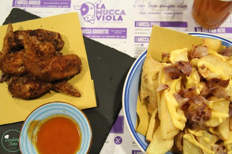 Alette di pollastra fritte e patatine cheddarose